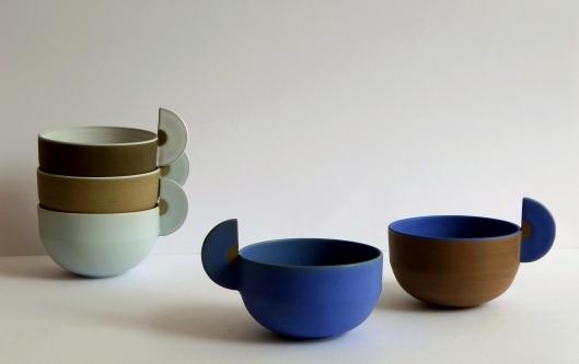 Parmis eux, Hélène Morbu exposera son travail de la céramique autour de la tasse.