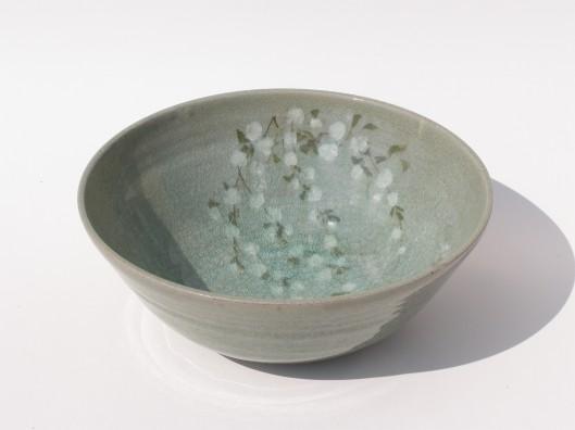 Parmi les différentes pièces exposées : le bol en terre et décoré.