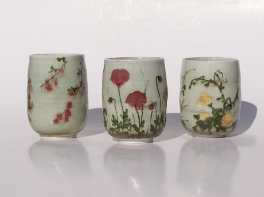 Toutes le pièces réalisées par la céramiste sont en grès ou porcelaine.