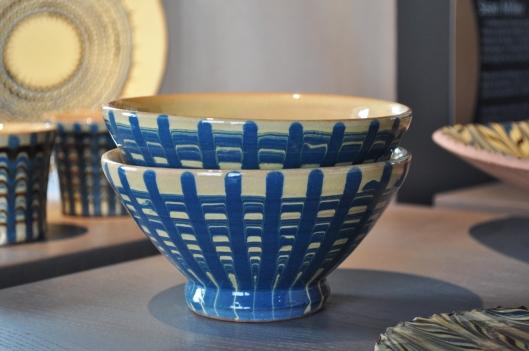 Mes pots sont fabriqués au tour, puis décorés avec des engobes coloré.